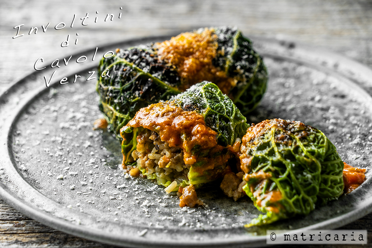 オーブンで焼く Cavolo Verzaのロールキャベツ、肉肉しいリゾット詰め!