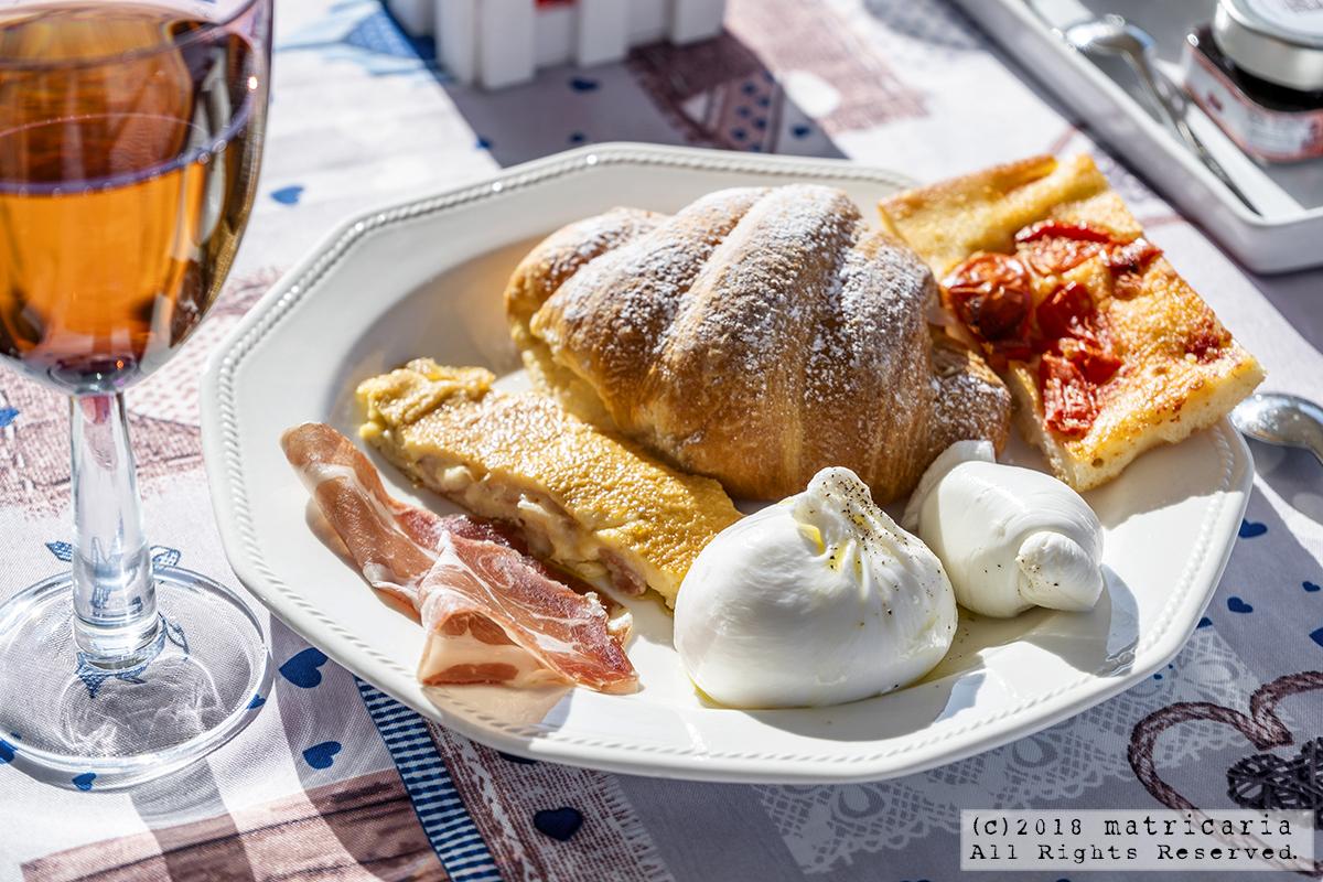 イタリアのおいしい朝食。ローマとナポリと白い街。